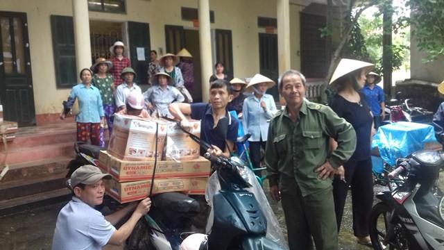Người dân bức xúc vì mua phải hàng kém chất lượng, vây trụ sở xã yêu cầu làm rõ