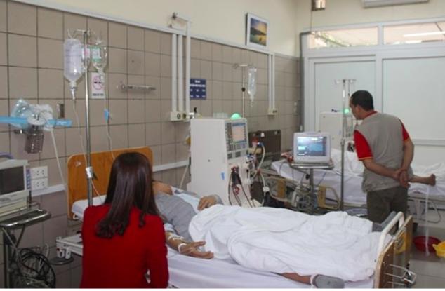 Một bệnh nhân ngộ độc Paraquat điều trị tại Trung tâm Chống độc (Bệnh viện Bạch Mai). Ảnh: TL