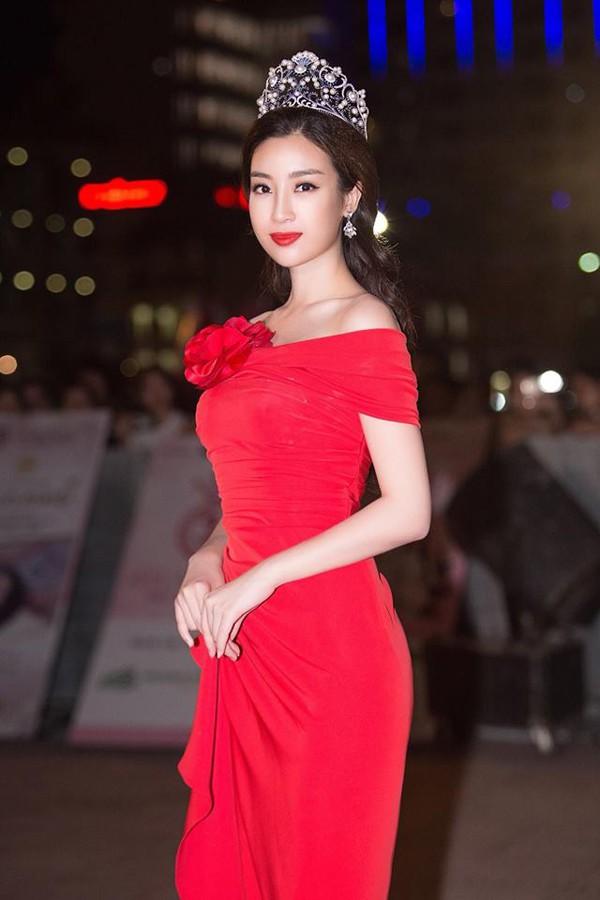 Trong 2 năm đăng quang, Đỗ Mỹ Linh hoàn thành tốt nhiệm vụ Hoa hậu của mình.