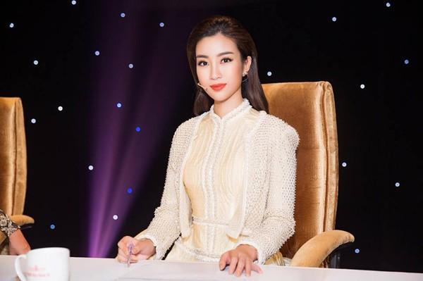 Chính vì vậy BTC HHVN 2018 đã mời Đỗ Mỹ Linh ngồi vị trí giám khảo cuộc thi. Cô là giám khảo có tuổi trẻ nhất trong cuộc thi này.