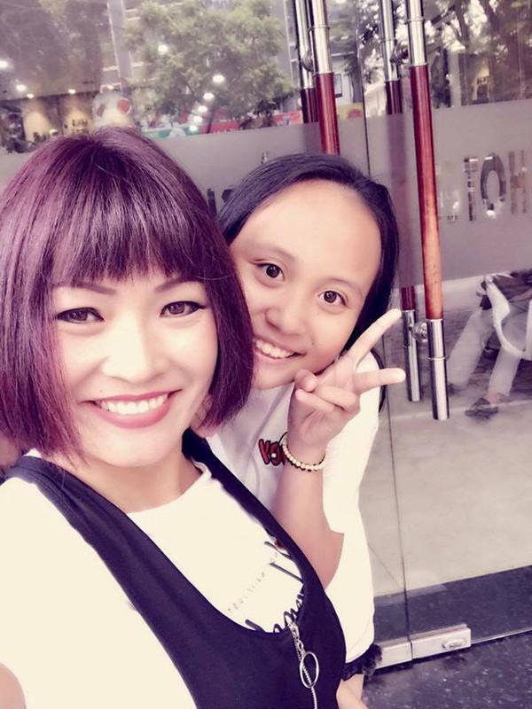 Hình ảnh của Phương Thanh và bé Gà.