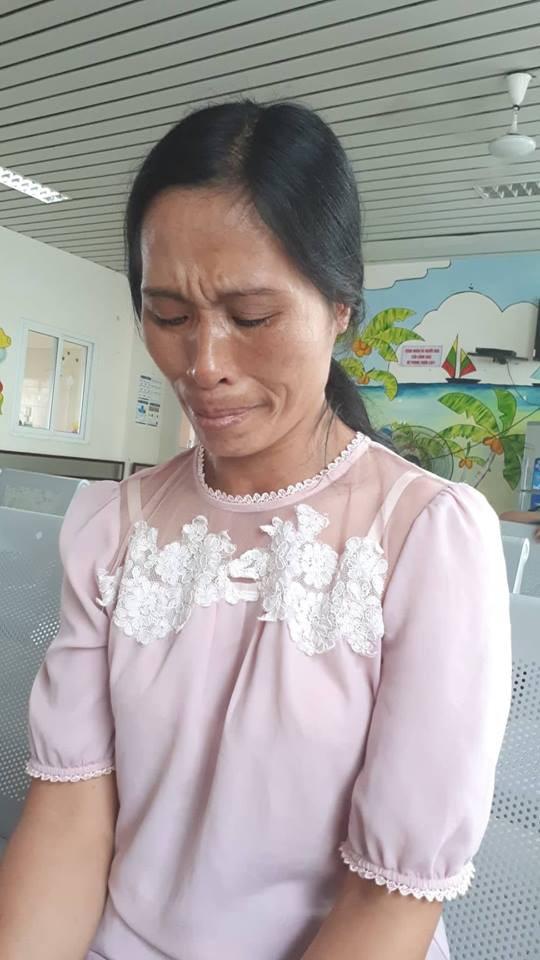 Dù thương con, chị Liên hiện không biết lấy đâu tiền để thực hiện ước mơ của con vì tiền điều trị bệnh cũng đã quá khó khăn với gia đình. Ảnh PT