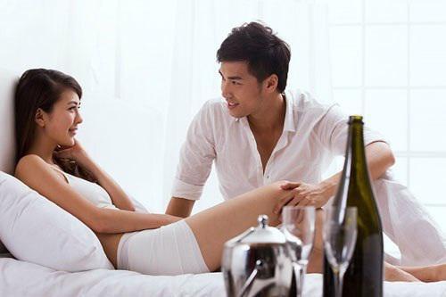 Phụ nữ không nên có thói quen suy nghĩ màn dạo đầu là của đàn ông và mình chỉ nằm im chờ đợi. Chứng kiến cảnh vợ mình thụ động, không hứng ứng nhiệt tình, hầu hết đàn ông đầu mất hứng. (Ảnh minh họa)