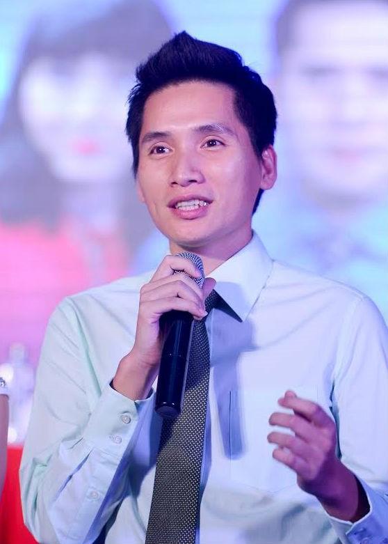 Quốc Khánh sinh ra và lớn lên tại Hà Nội. Anh tốt nghiệp Đại học Ngoại ngữ và đầu quân cho VTV làm biên dịch, biên tập viên thể thao.