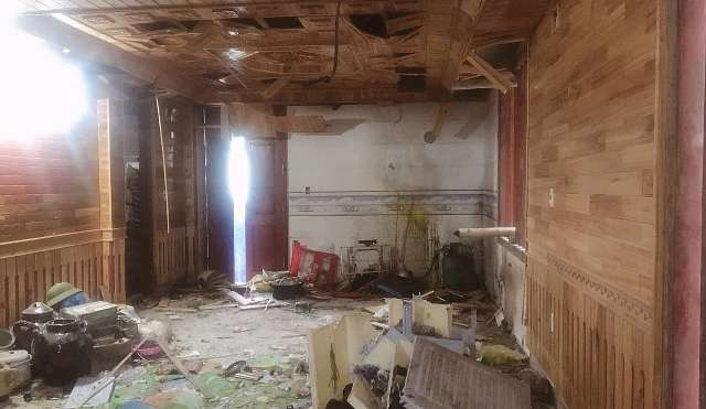 Hiện trường vụ nổ khiến tầng 1 ngôi nhà anh Cường bị hư hỏng nặng