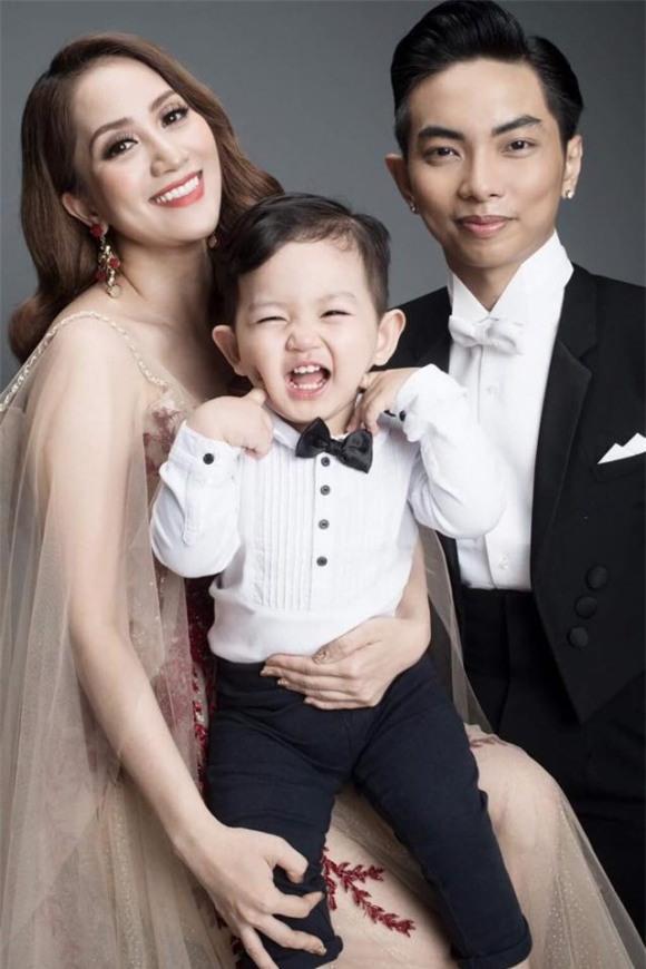 Gia đình hạnh phúc của Khánh Thi.