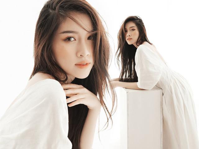 Thời gian gần đây cộng đồng mạng truyền tay nhau thông tin nóng hổi về nữ MC có diện mạo xinh đẹp như hot girl, không ai khác đó chính là cô nàng Thanh Thanh Huyền đến từ đài truyền hình VTV.