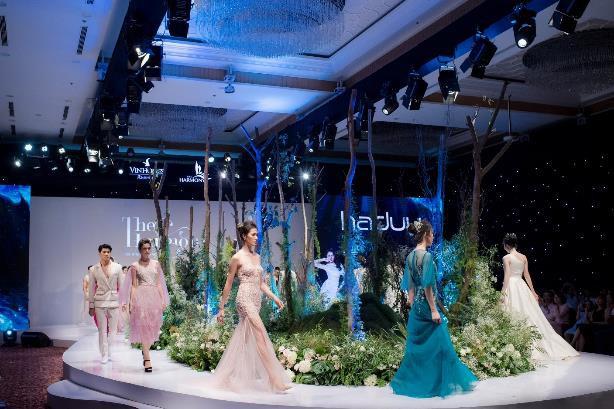 Những trang phục dạ hội của nhà thiết kế Hà Duy có tính ứng dụng cao, sang trọng và đầy nữ tính