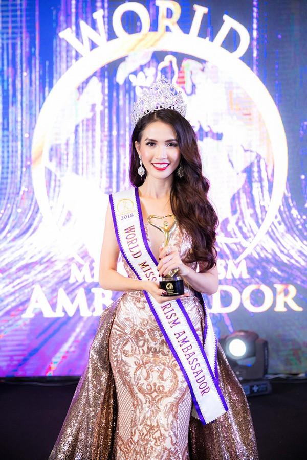 Phan Thị Mơ xinh đẹp trong đêm đăng quang Hoa hậu Đại sứ Du lịch thế giới.