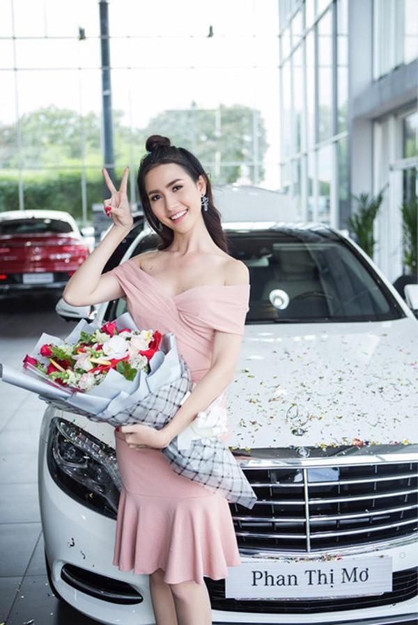Phan Thị Mơ mua xe giá 4,5 tỷ đồng.