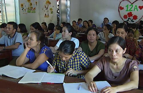 Một buổi bồi dưỡng nghiệp vụ cho những giáo viên THCS Diễn Châu thuộc diện bị thuyên chuyển. Ảnh: Lâm Sơn.