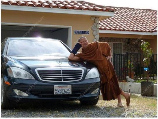 Wiraphon từng mua tới 22 chiếc Mercedes để sử dụng cho mục đích riêng.