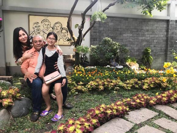 Hồng Vân và Tuấn Anh là cặp vợ chồng khiến bao người ngưỡng mộ về mối tình đẹp, bền chặt. Cả hai từng yêu nhau rồi chia tay, sau đó mỗi người có 1 cuộc sống riêng nhưng cuối cùng họ vẫn quay trở về, chung sống dưới một mái nhà.