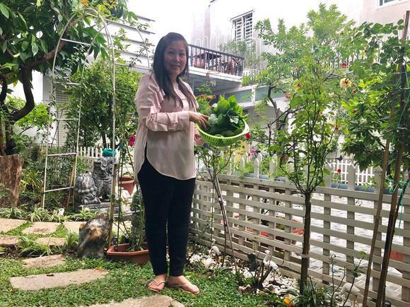 Ngôi nhà của nghệ sĩ Hồng Vân và Lê Tuấn Anh ở TP.HCM khá rộng rãi và đặc biệt có một khu vườn đẹp, trồng nhiều cây xanh.