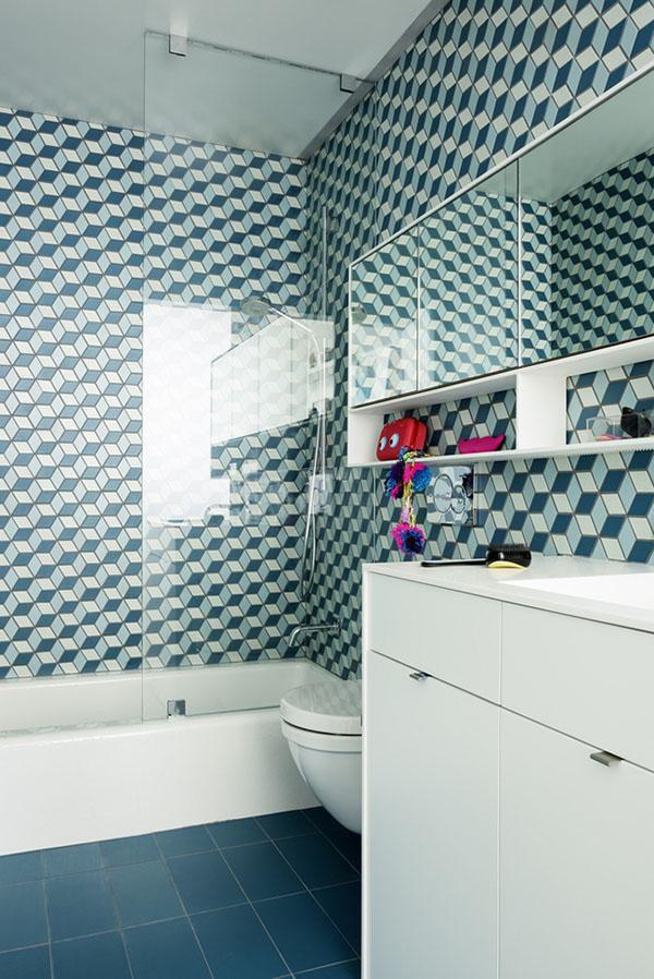 Phòng tắm gọn gàng giúp bạn cất giữ đồ đạc mà không tốn quá nhiều diện tích.