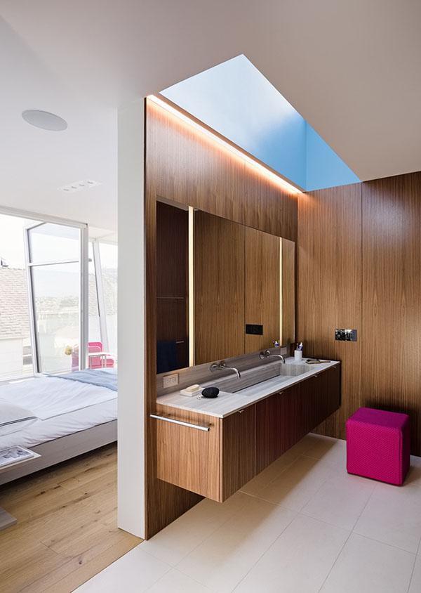 Chất liệu bằng gỗ tăng sự sang trọng cho căn phòng