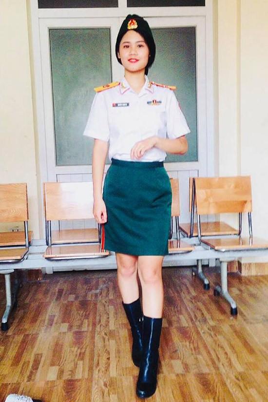 Con gái lớn của Tú Dưa đã trở thành tân sinh viên khoa Thanh nhạc hệ trung cấp của Đại học Văn hóa Nghệ thuật Quân đội.