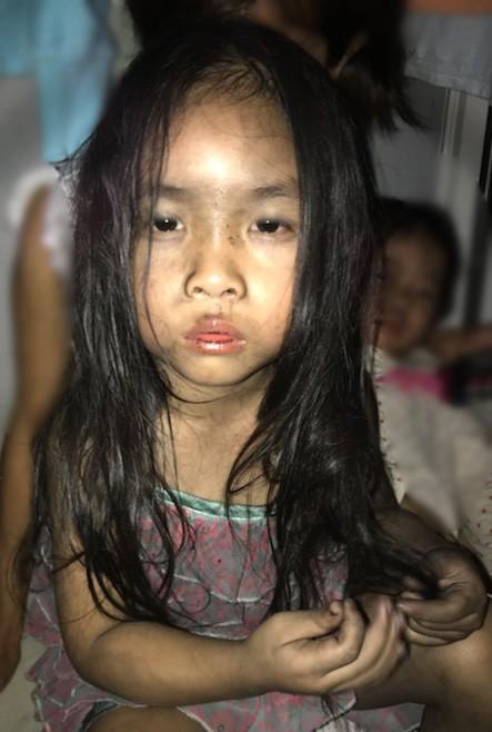 Bé lớn 4 tuổi nhà anh Trần Quyết sau khi được mẹ cứu thoát