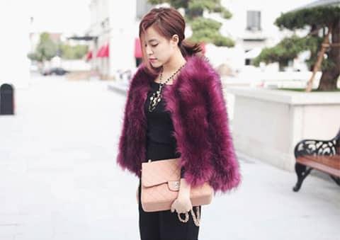Cô nàng sở hữu tất cả những mẫu túi nổi tiếng nhất đến từ các thương hiệu đình đám như Hermes, Chanel, Louis Vuitton…Được biết, số tiền đầu tư cho túi hiệu của Hoàng Thùy Linh lên tới cả tỷ đồng.