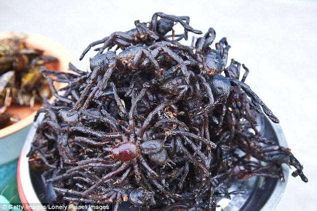 Món nhện đen chiên giòn của vùng Skuon