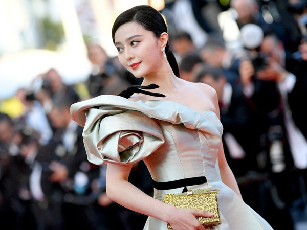 Không chỉ vậy, nhờ cách đầu tư thông minh cho hình thức nên Phạm Băng Băng trở thành ngôi sao được khán giả yêu thích tại Trung Quốc. Cô còn biết cách quảng bá hình ảnh tại nhiều liên hoan phim. LHP Cannes chính là cơ hội tốt để Phạm Băng Băng tỏa sáng.