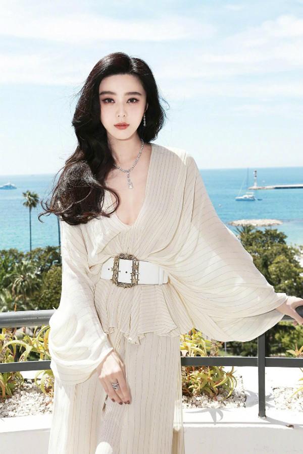 Người đẹp này không chỉ đóng phim giỏi, cô còn nhận được nhiều hợp đồng quảng cáo béo bở.