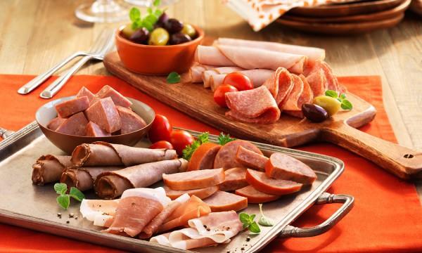 Tiêu thụ thường xuyên các loại thịt chế biến sẵn có thể dẫn đến sự phát triển của ung thư đại tràng và trực tràng.