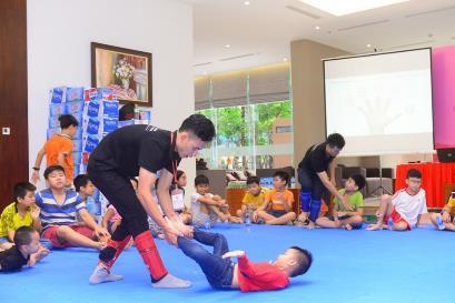 Lớp học này trang bị nhiều kiến thức về chủ đề xâm hại và rèn kỹ năng thoát thân khi bị kẻ xấu bắt cóc, tấn công