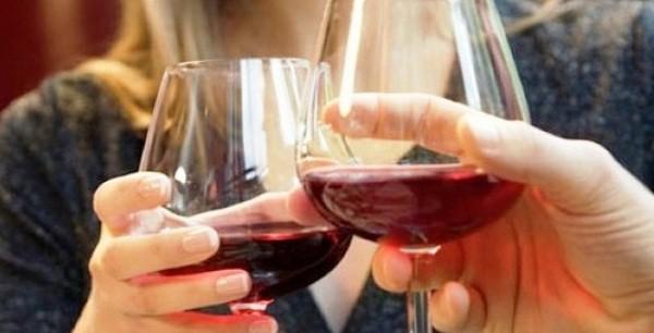 Uống nhiều rượu bia sẽ làm tăng nguy cơ mắc 7 loại ung thư phổ biến.