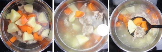 Tiếp theo, cho lần lượt cà rốt, khoai tây vào, nấu cùng. Khi nồi canh sôi bạn hạ nhỏ lửa xuống, tiếp tục nấu cho đến khi cà rốt, khoai tây mềm. Nêm gia vị 1 muỗng cà phê muối, 1/2 muỗng cà phê bột ngọt cho vừa ăn, tắt bếp.