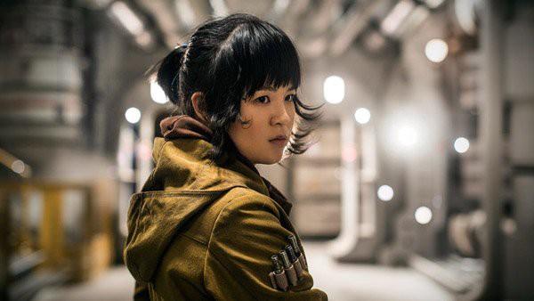 Kelly Marie Tran nổi tiếng từ vai Rose Tico trong Star Wars: The Last Jedi ra rặp cuối năm 2017.