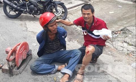 Anh Hoàng lao xe hạ gục tên trộm và bị thương