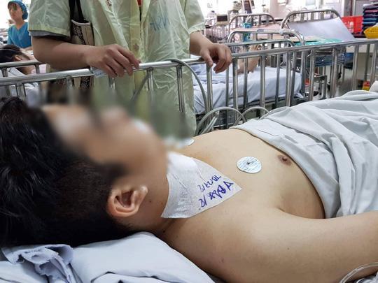Nạn nhân S. đang được điều trị tại Bệnh viện Nhi Đồng 1