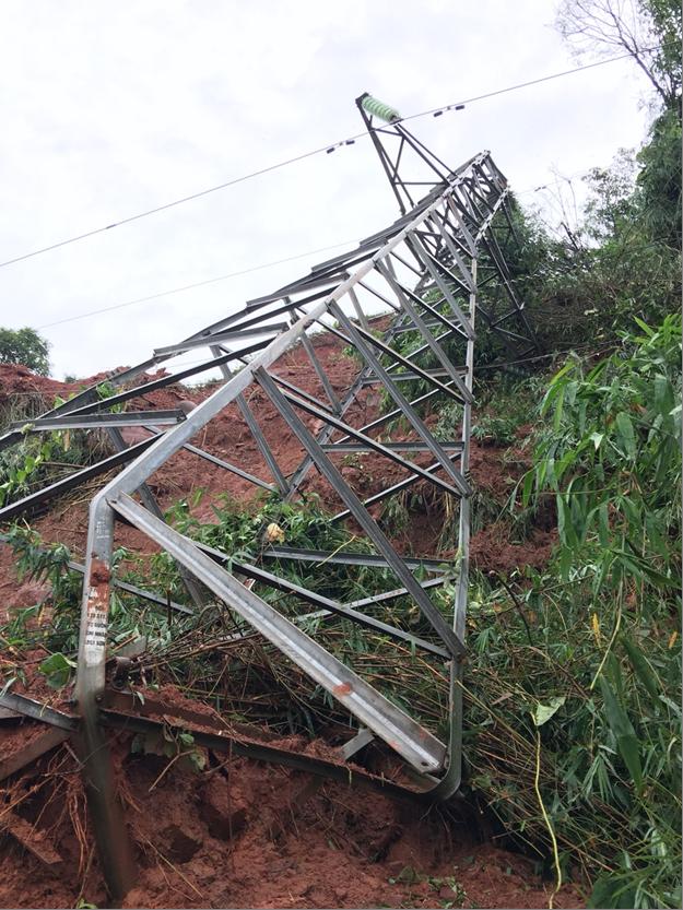 Mưa lũ đã gây sạt lở đổ cột điện tại vị trí 253 Đường dây 110 kV Thủy điện Tó Buông – Tắt Ngoẵng