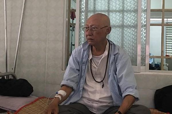 Nghệ sĩ Lê Bình điều trị trong bệnh viện.
