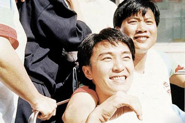 Ông là người anh em thân thiết và có vai trò quan trọng trong sự nghiệp Châu Tinh Trì.