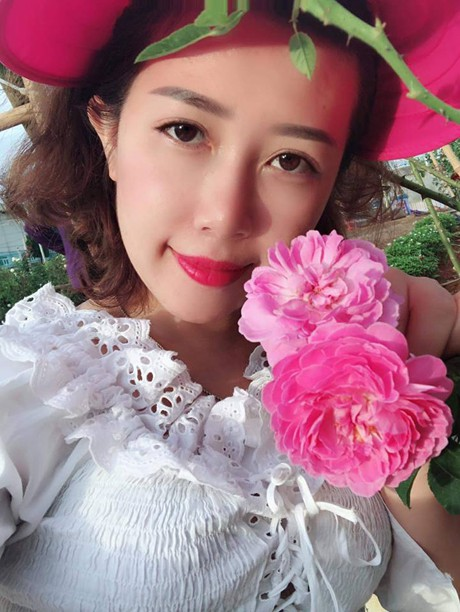 Theo Chị Nguyệt, Hoa Hồng Là Loại Cây Ưa Nắng, Nếu Đủ Ánh Sáng, Nó Sẽ Phát  Triển Tốt. Đất Trồng Hoa Hồng Phải Tơi Xốp.