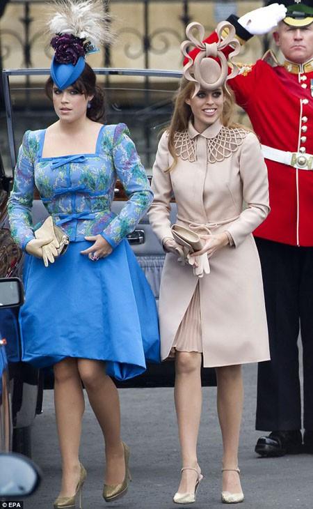 Những chiếc mũ cầu kỳ hai nàng công chúa đội khi đến đám cưới William - Kate năm 2011 bị chê dữ dội. Ảnh: EPA.