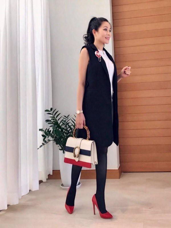 Điểm đầu danh sách trong BST túi là của thương hiệu Gucci với giá 4600 USD khoảng hơn 100 triệu. Chiếc túi được rất nhiều tay chơi hàng hiệu yêu thích và mong muốn sở hữu.
