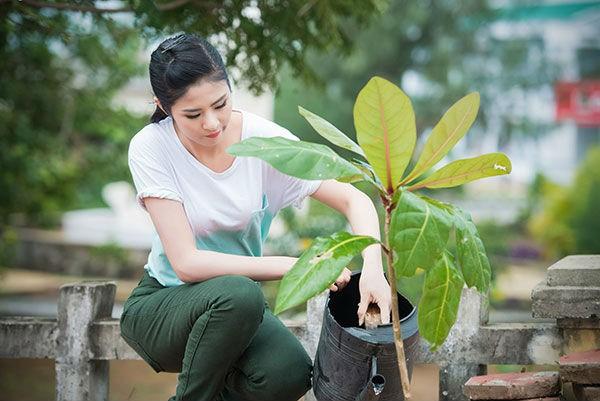 Ngọc Hân là một trong những người đẹp chăm chỉ hoạt động từ thiện, hoạt động xã hội.