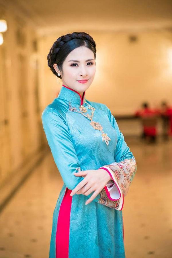 Người đẹp gốc Hà Nội này luôn xuất hiện với hình ảnh chỉn chu, kín đáo.