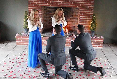 Jeremy và Josh cầu hôn Briana và Brittany ngày 2/2. Ảnh: Facebook