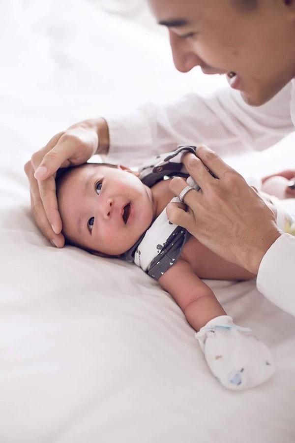 Bảo Bảo tên thật Lương Thế Bảo, sinh ngày 27/6 tại nước ngoài. Khi gần một tháng tuổi, cậu bé mới được bố mẹ đưa về Việt Nam. Thúy Diễm hay bị bạn bè trêu là đẻ thuê vì con trai quá giống bố.