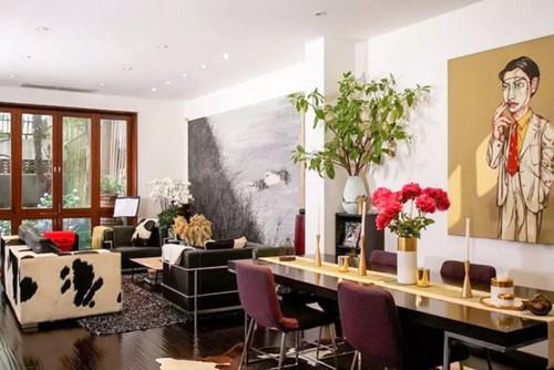 Không có những mảng tường nhỏ ngăn cách, phòng khách trông rộng ra nhiều, tạo không gian sinh hoạt chung thoải mái cho cả nhà.