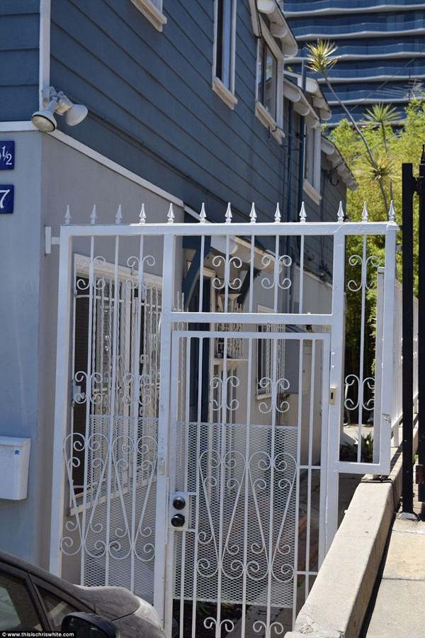 Có lúc Meghan Markle chuyển đến ở cùng cha tại một con phố sầm uất trên đại lộ Hollywood.