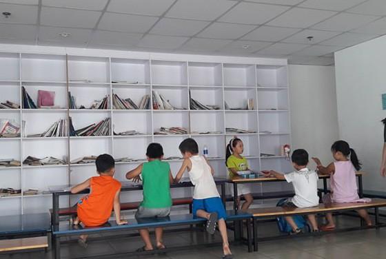 Một lớp học chữ trước khi vào lớp 1 ở TPHCM