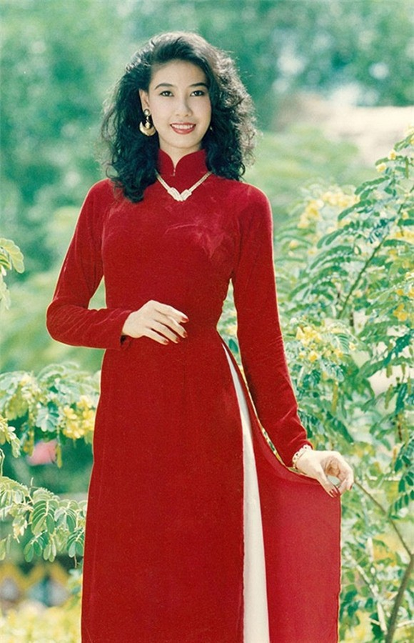 Nhan sắc rực rỡ tuổi 18 của Hoa hậu Hà Kiều Anh.