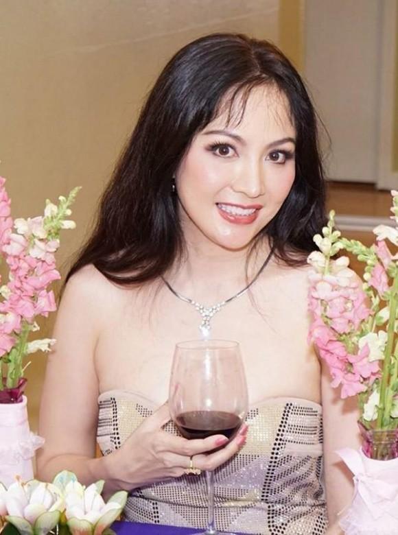 Một bức ảnh đời thường sau 22 năm đăng quang của Hoa hậu được người hâm mộ tìm kiếm trên mạng xã hội.