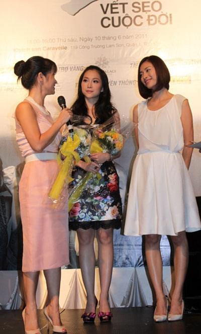 Ngô Thanh Vân là một trong những mỹ nhân tuyệt sắc có đôi chân vô cùng kém sắc. Chân của cô vừa gầy vừa nhiều sẹo, đầu gối củ lạc và xương chân rất cong.