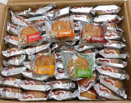 Bánh nướng rẻ tiền nhãn Trung Quốc được quảng cáo để lâu tới 4-6 tháng. Ảnh: Facebook.